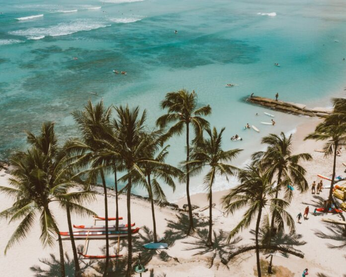 Guide to traveling in Honolulu, Hawaii including cheap rates for hotels