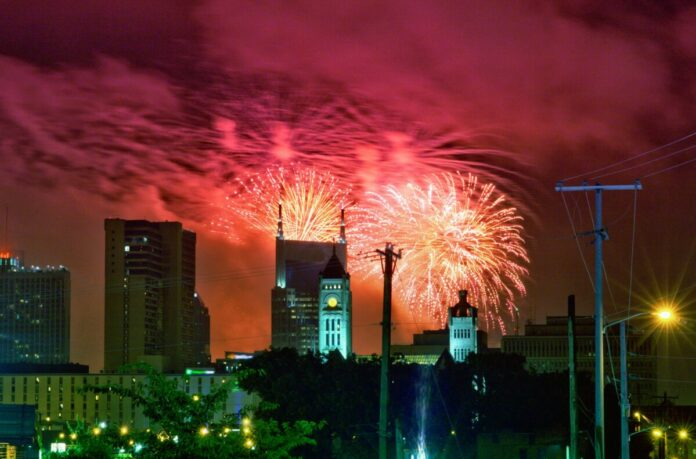 How to get discounted rates when vacationing in Nashville, Tennessee for the Fourth of July