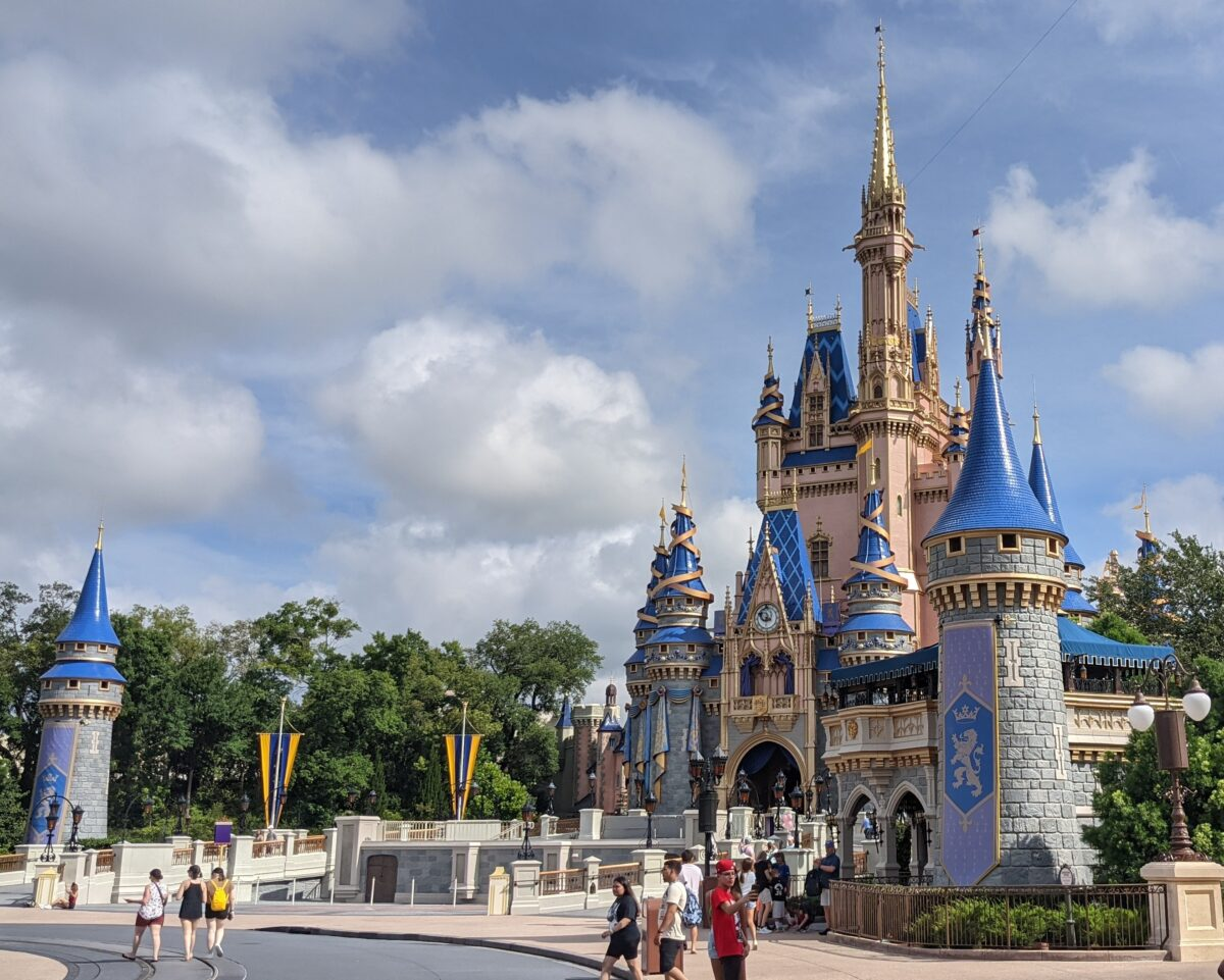 Win an Undercover Tourist gift card for Orlando, Florida theme park tickets with this sweepstakes