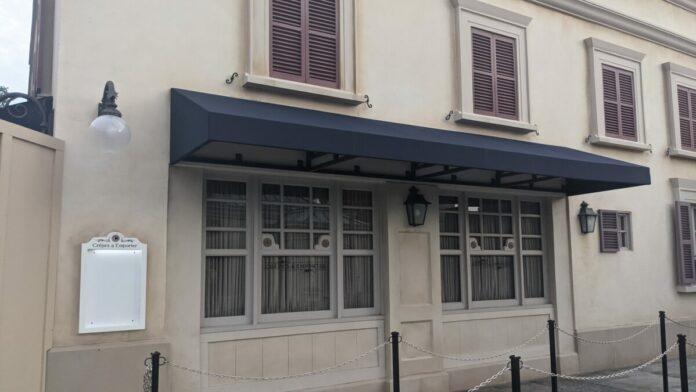 Crêpes À Emporter quick service window at La Crêperie de Paris in Epcot