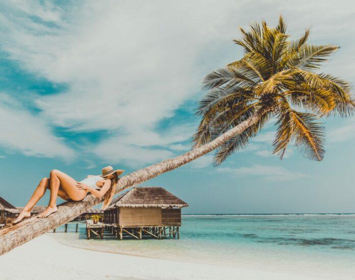 Discounted nightly rates on Maldives hotels in Male, Maafushi, Furanafushi Island, etc.