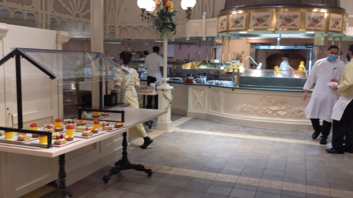 Crystal Palace at Magic Kingdom in WDW is buffet-style eating