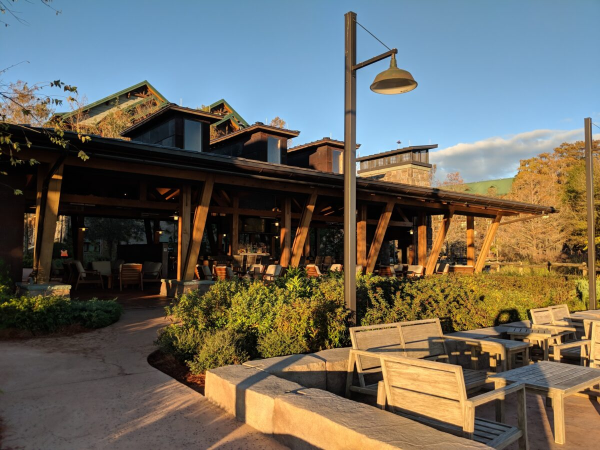 Geyser Point a new restaurant at Disney's Wilderness Lodge has a relaxed setting & indoor & outdoor seating