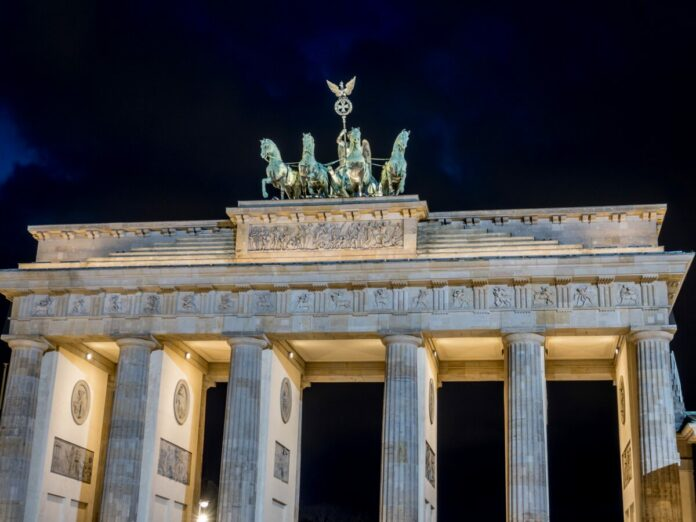 Discount ticket for Berlin: Evening Sightseeing Tour by Bus