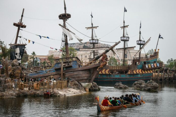 A detailed guide telling you about the history & what you can expect at the Explorers Canoe attraction at Shanghai Disneyland