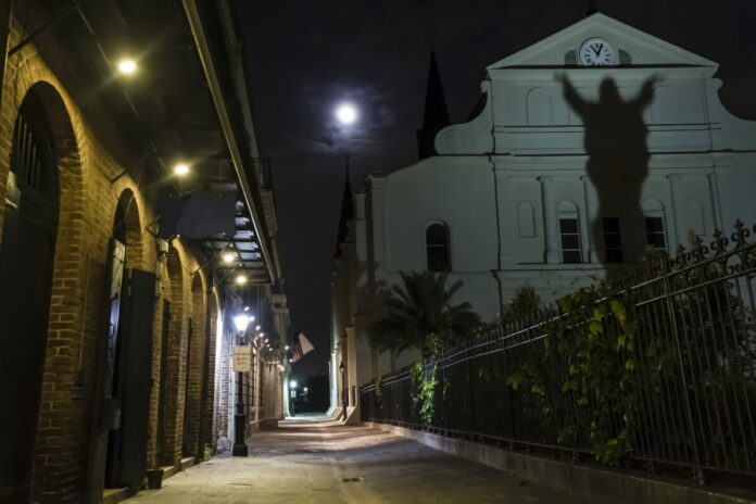 New Orleans haunted bus tour discount ticket
