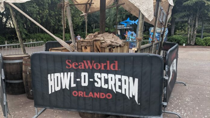 Get unlimited skip the lines at haunted houses with SeaWorld Orlando Howl-O-Scream-Evil-Upgrades
