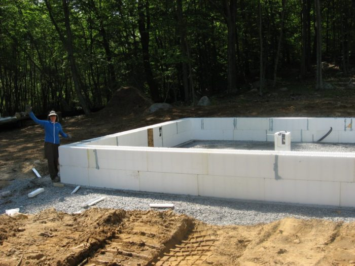 Owner builders get a tight shell with sips greenbuildingadvisor only two courses of icf blocks were needed to complete the short stemwalls of the frost protected shallow foundation solutioingenieria Gallery