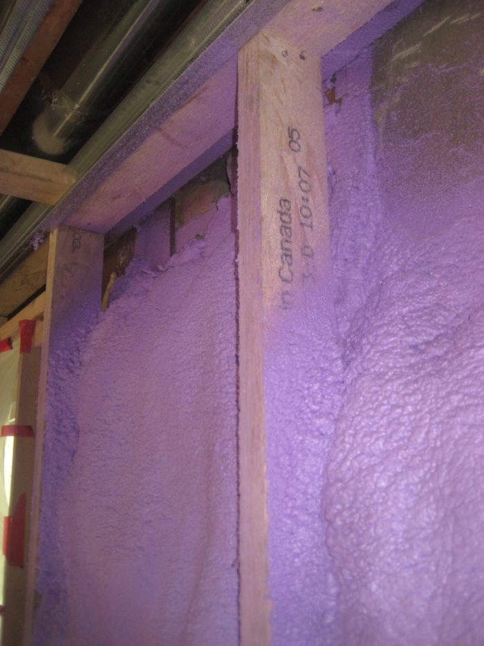 Air leaks in homes insulated with spray foam greenbuildingadvisor homes insulated with spray foam can still be leaky in toronto spray foam was used to insulate an older brick house as part of a deep energy retrofit job solutioingenieria Gallery