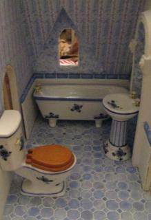 dollhouse bath 005.jpg