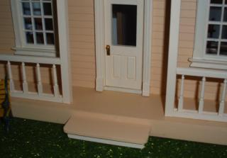 Puzzle house (half scale) - front step
