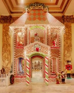 Lifesize Gingerbread house
