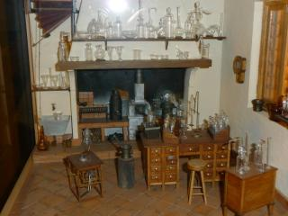 Chemical lab miniature