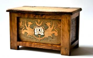Olivewood and Oak chest