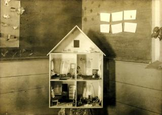 Dollhouse In school building ca 1906
