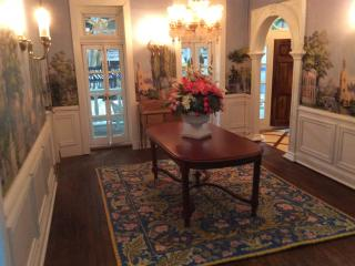 Dining room rug and table