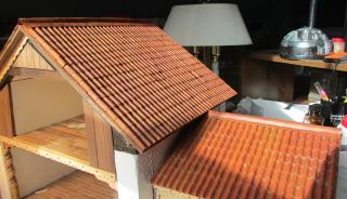 1:24 tile roof of corrugated cardboard