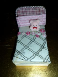 Bed in Lundby dollhouse