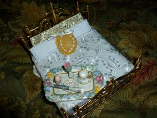 Italian Villa dollhouse bed