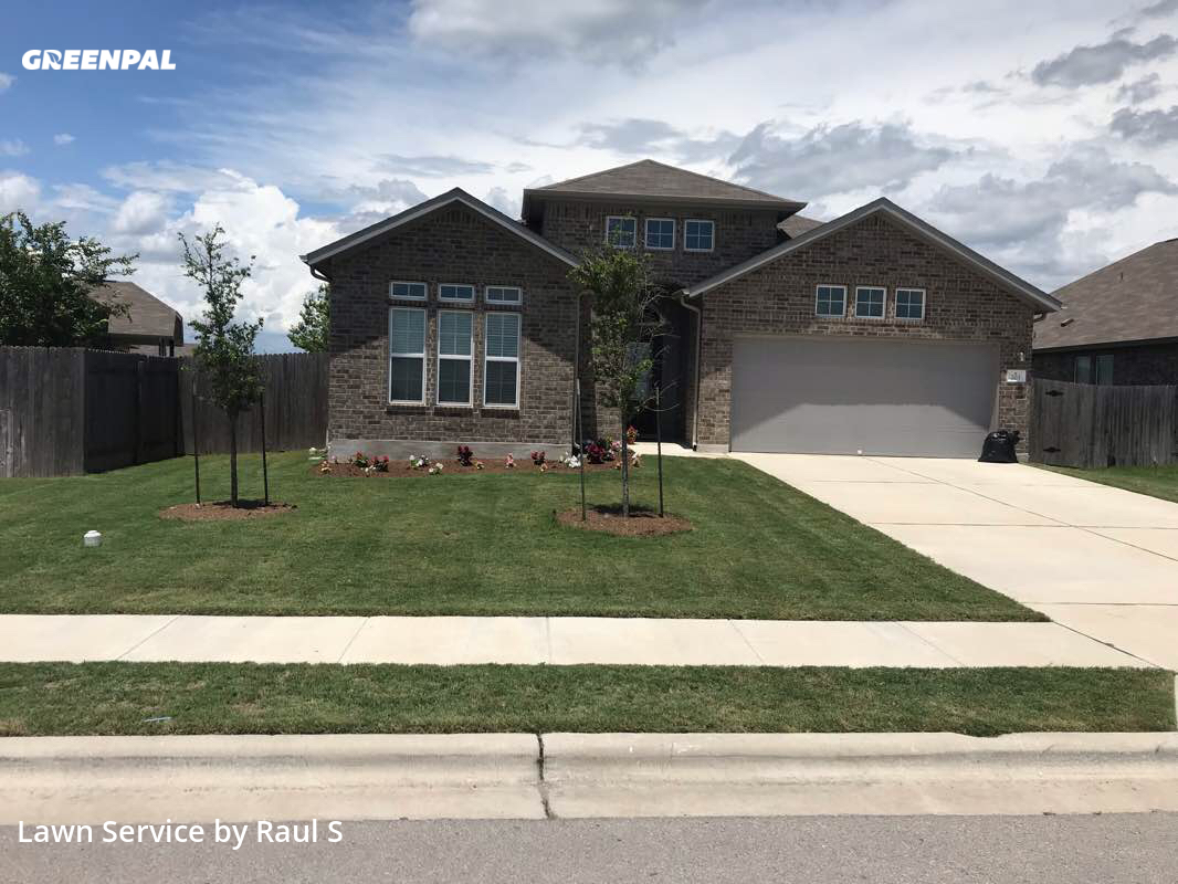 Grass Cutin Hutto,78634,Grass Cutting by Raul's Lawn Care And, work completed in Jul , 2020