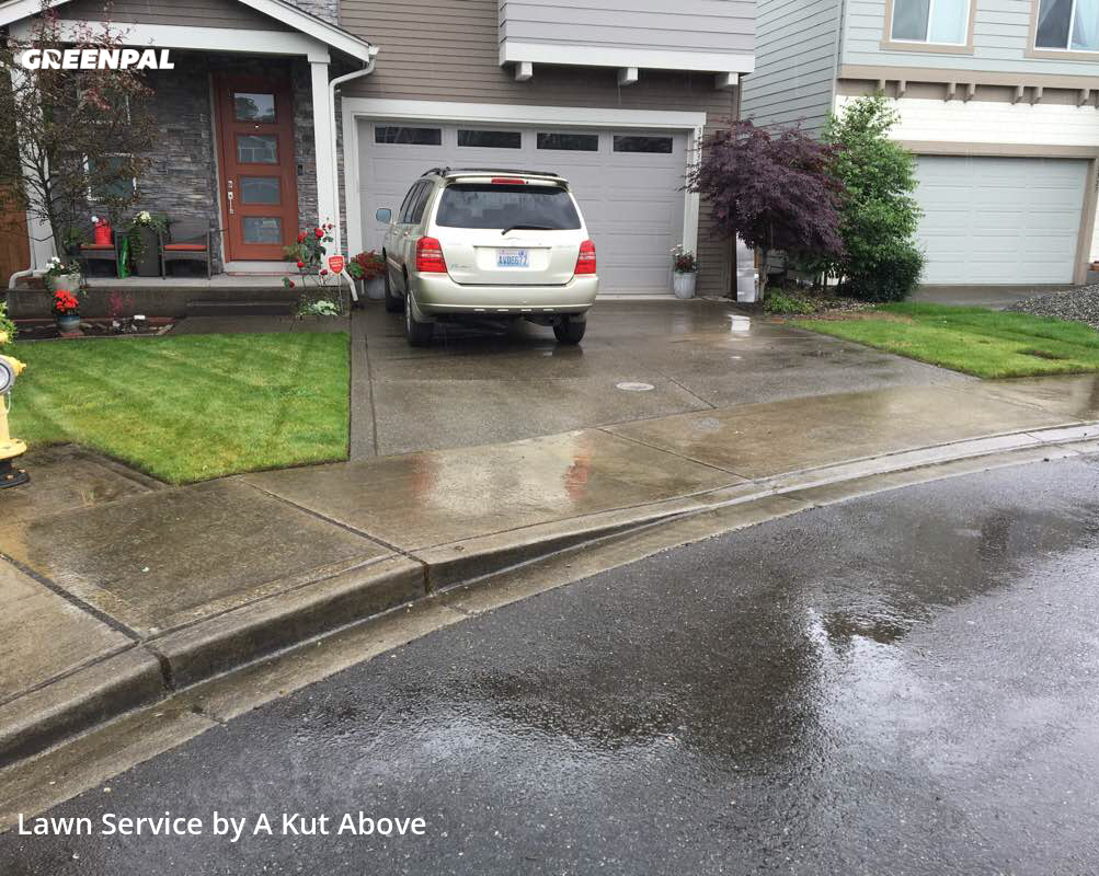 Lawn Maintenancein Auburn,98092,Lawn Cut by A Kut Above , work completed in Oct , 2020