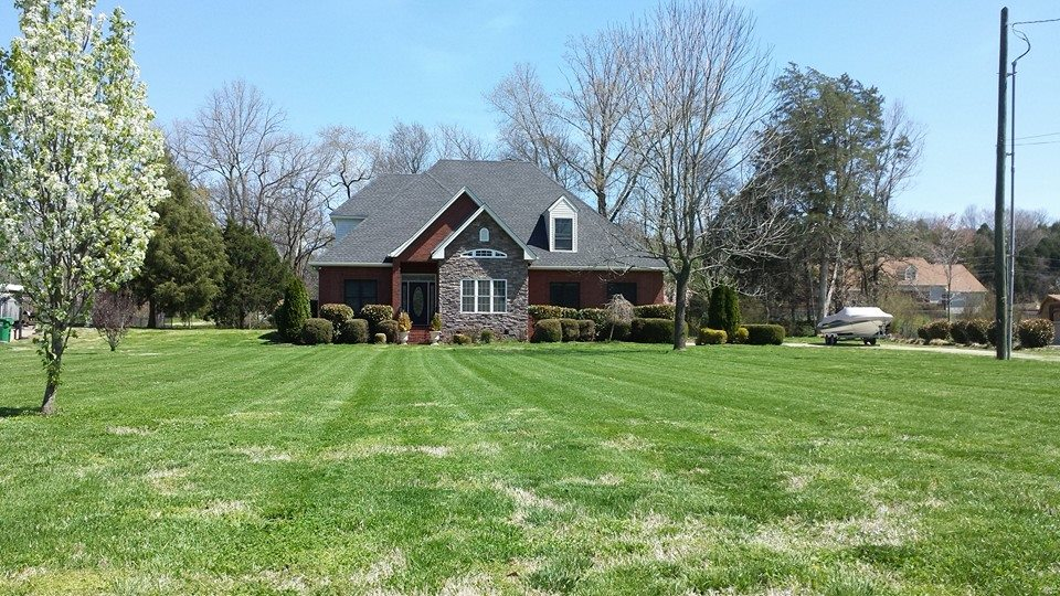 Yard mowing company in White House, TN, 37073