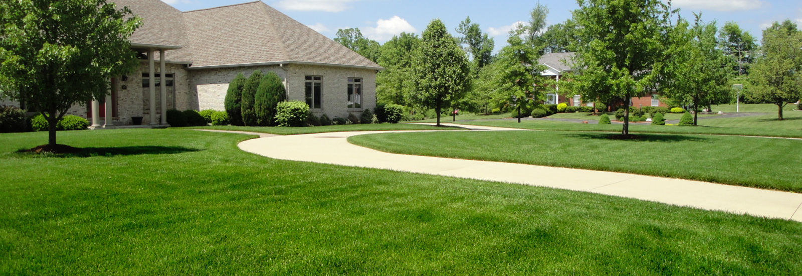 Get lawn care service in st louis mo from alan 39 s lawn for Lawn care companies