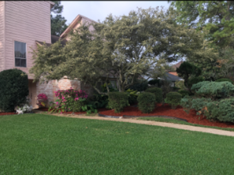 Yard mowing company in Houston, TX, 77065