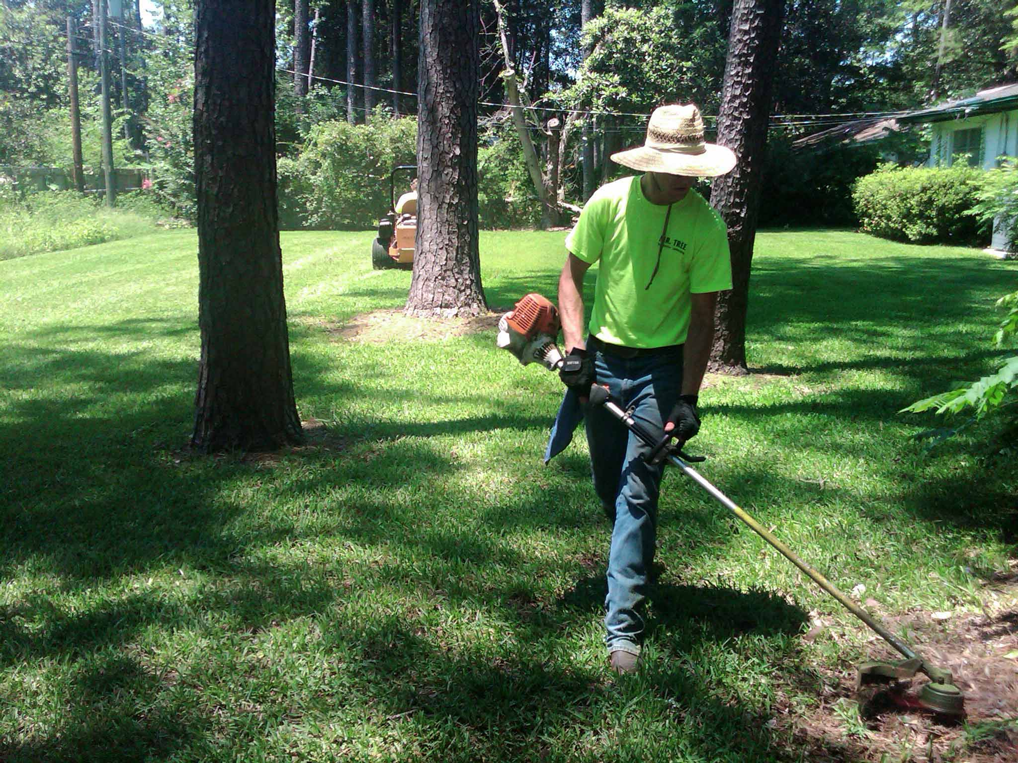 Yard mowing company in Gibsonton, FL, 33534