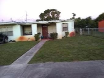 Yard mowing company in Miami Gardens, FL, 33055