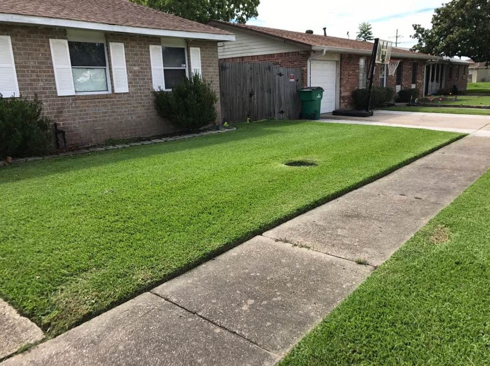 Yard mowing company in New Orleans , LA, 70131