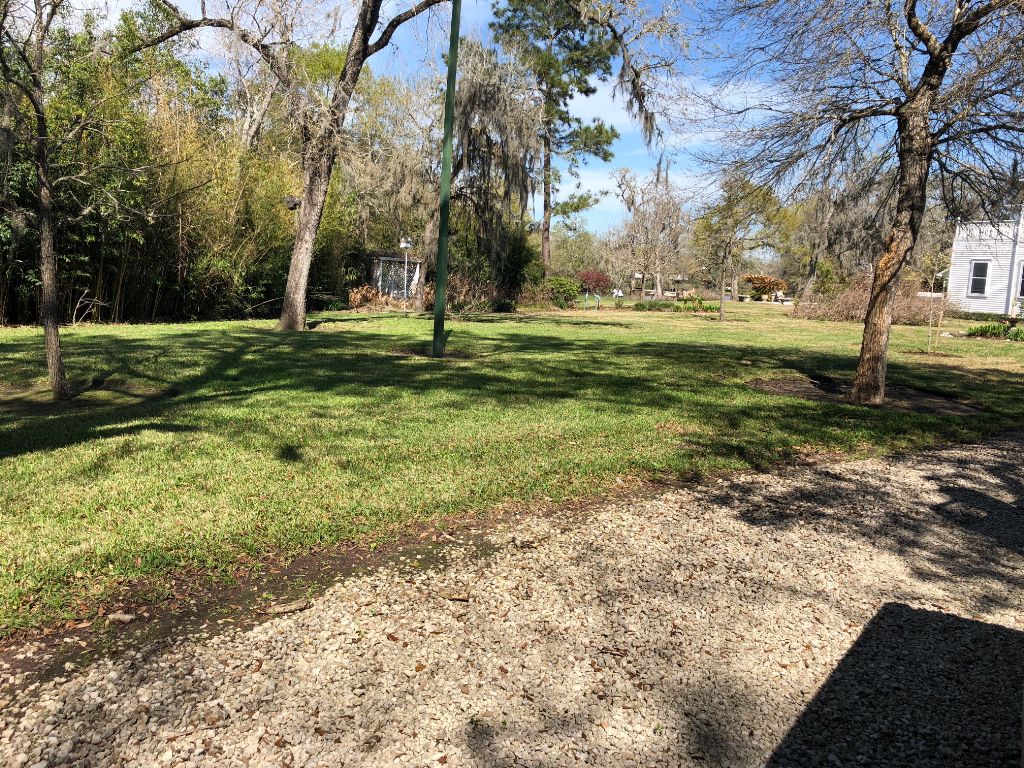 Yard mowing company in Dickinson , TX, 77539