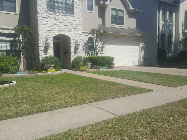 Yard mowing company in Houston, TX, 77071