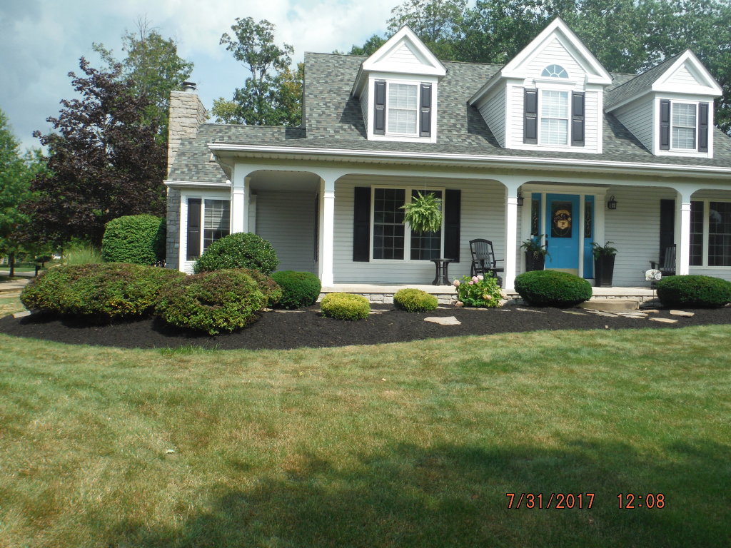Yard mowing company in Lorain, OH, 44053