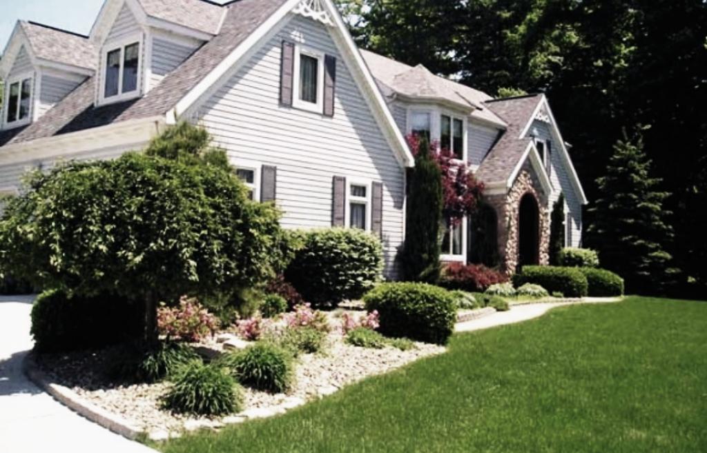 Yard mowing company in Charlotte, NC, 28215