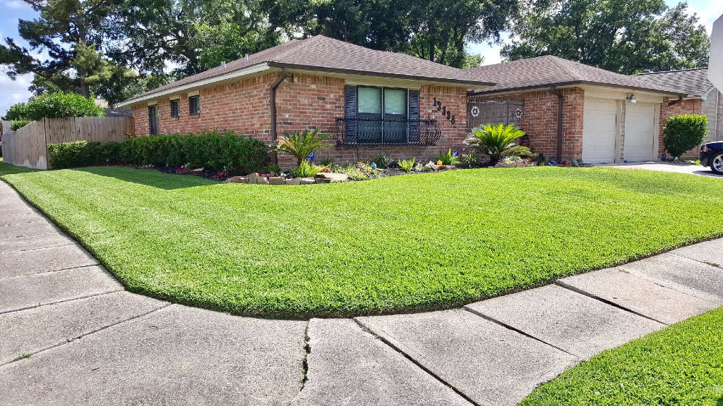 Yard mowing company in Houston, TX, 77013
