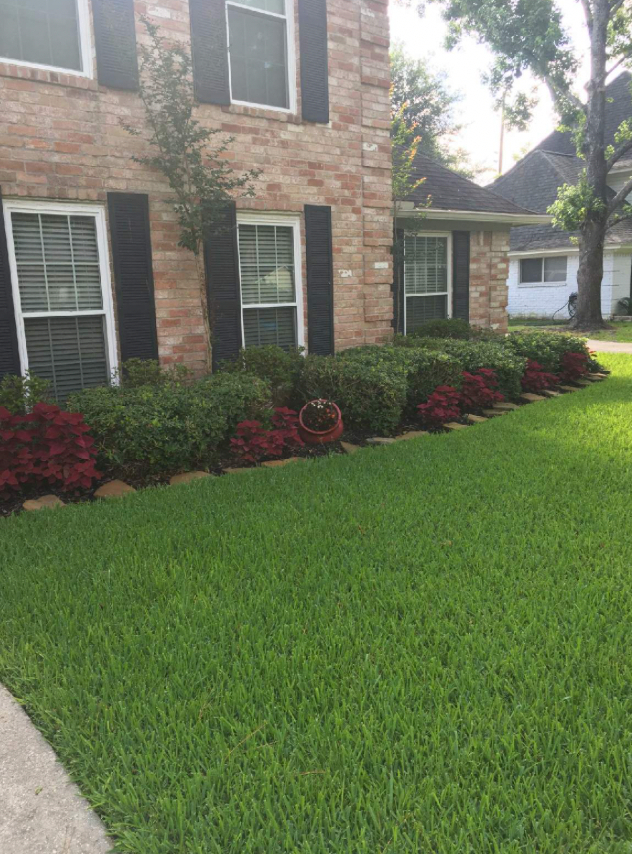 Yard mowing company in Conroe, TX, 77304