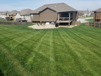 Yard mowing company in Blue Springs, MO, 64029
