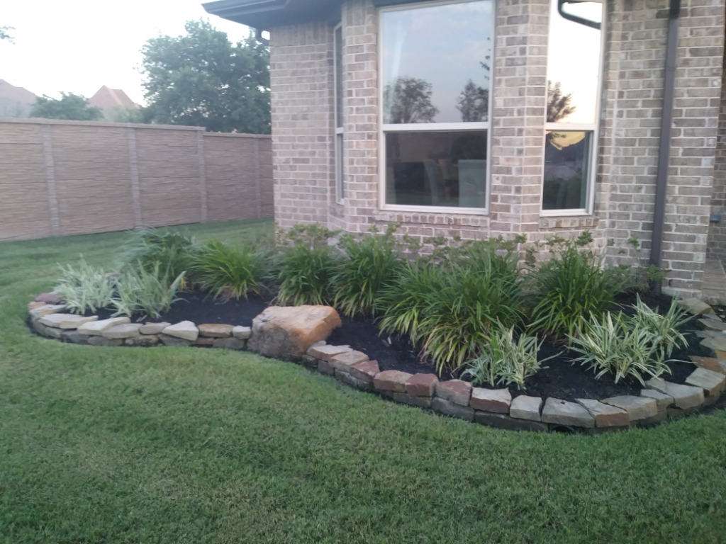 Yard mowing company in Dickinson, TX, 77539