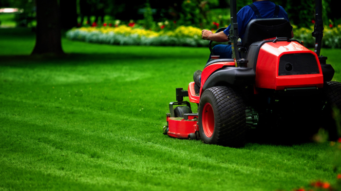 Yard mowing company in Clermont, FL, 34714