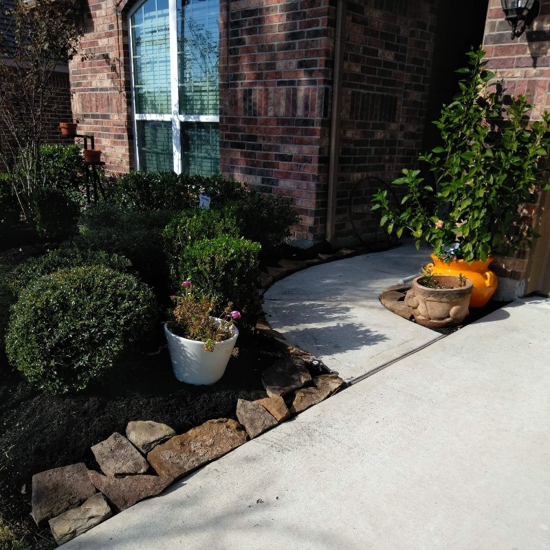 Yard mowing company in Willis, TX, 77318