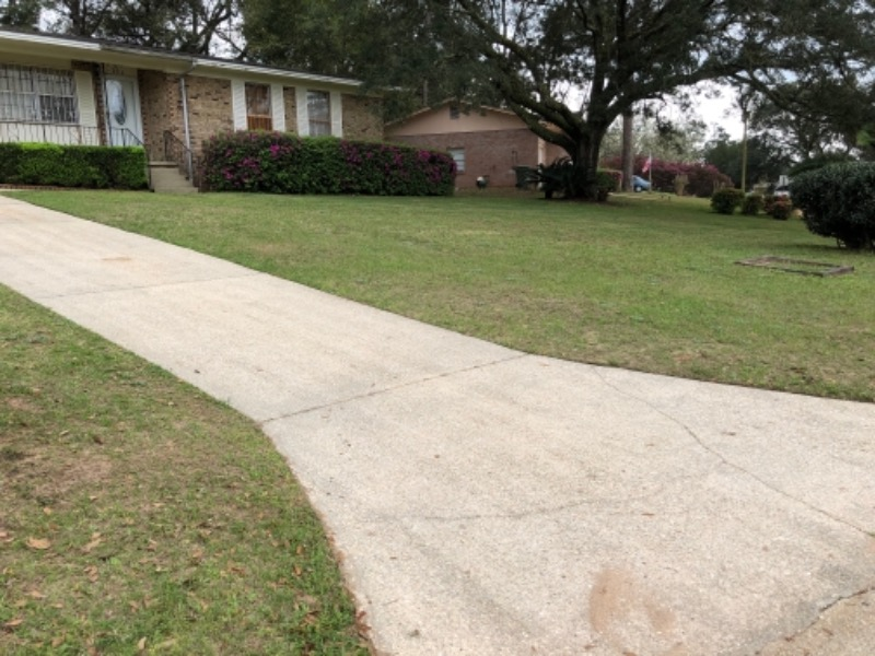 Yard mowing company in Cantonment, FL, 32533