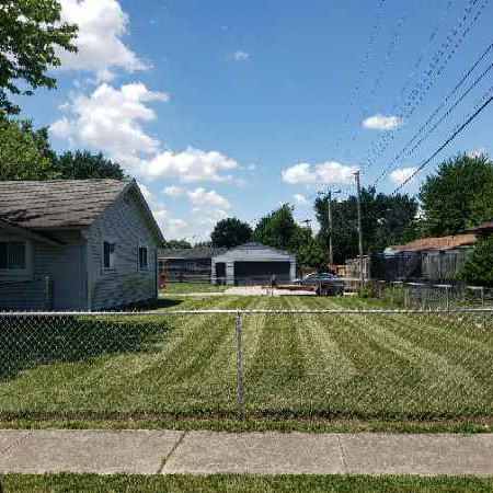 Yard mowing company in Indianapolis, IN, 46220