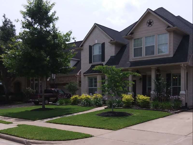 Yard mowing company in Houston, TX, 77076