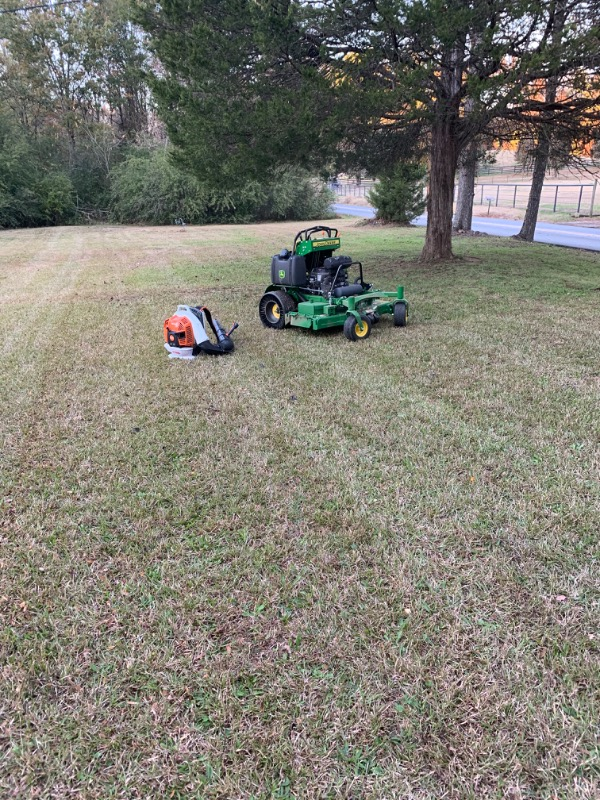 Yard mowing company in Plainville, GA, 30733