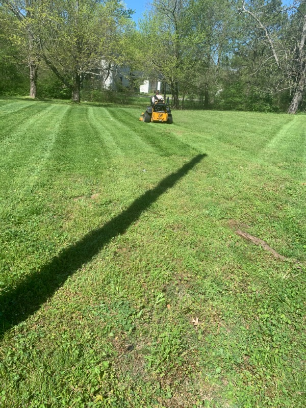 Yard mowing company in Portland, TN, 37148