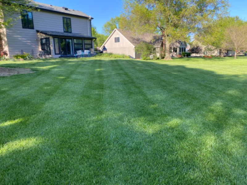 Yard mowing company in Topeka, KS, 66614