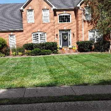 Yard mowing company in Bowling Green, KY, 42103