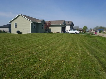 Yard mowing company in Cedar Rapids, IA, 52405