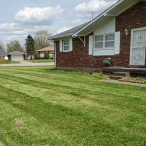 Yard mowing company in Louisville, KY, 40213